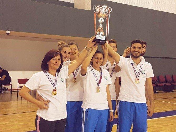 UÜ Badminton Takımı Başarıya Doymuyor
