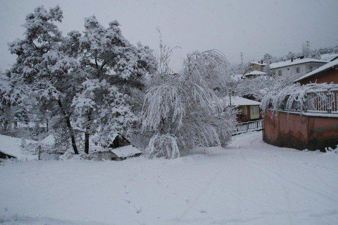 Yozgat'ta Kar En Çok Çocukları Sevindirdi
