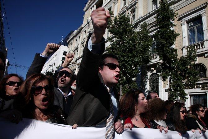 Atina'da avukatlar sokağa indi