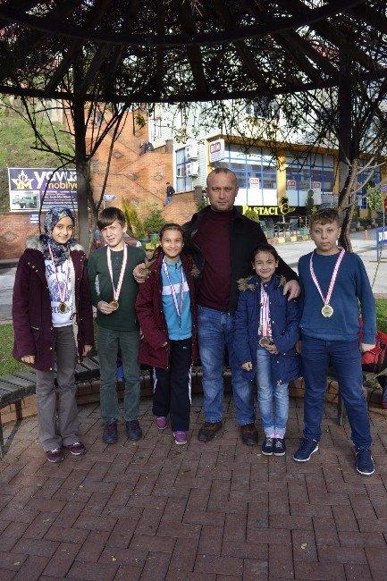 Alaplılı Karatecilerden 5 Madalya