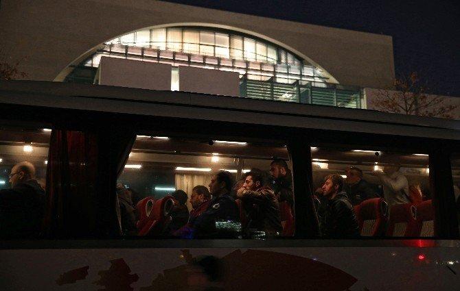 Belediye Başkanı, Merkel'e Bir Otobüs Dolusu Mülteci Gönderdi