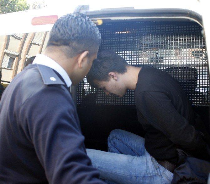 Polisten Kaçan Şüpheli, Ortalığı Birbirine Kattı