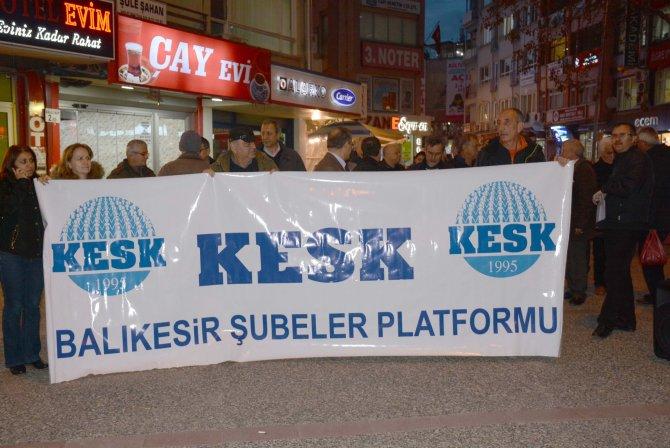 Balıkesir KESK üyeleri düşük zammı protesto için bordro yaktı