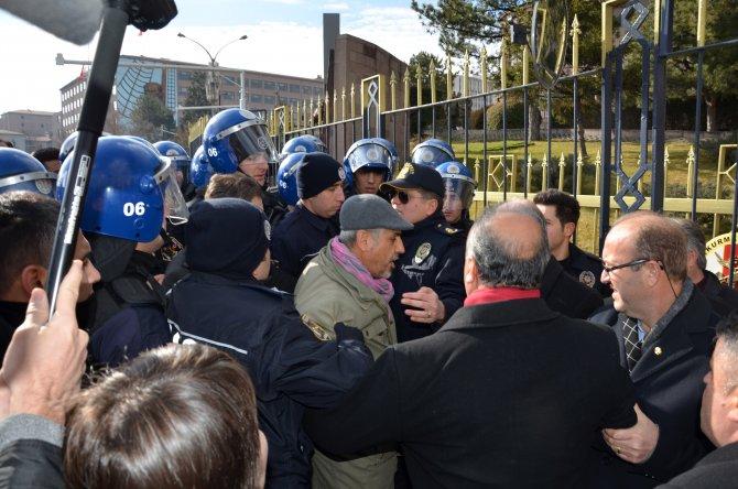 CHP milletvekili Musa Çam'dan polislerin 'süpürün' sözlerine tepki