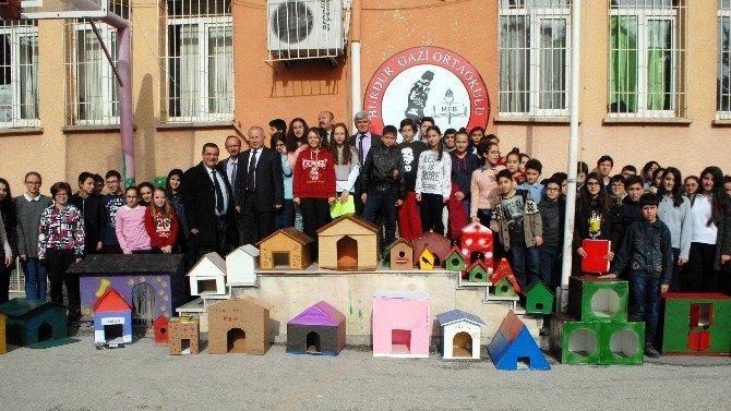 Öğrencilerden Sokak Hayvanları İçin Barınak