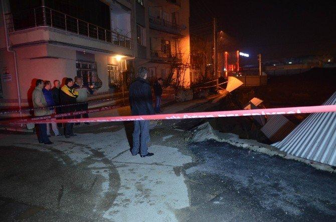 İş Merkezi İnşaatındaki Çökme Mahalleliyi Korkuttu