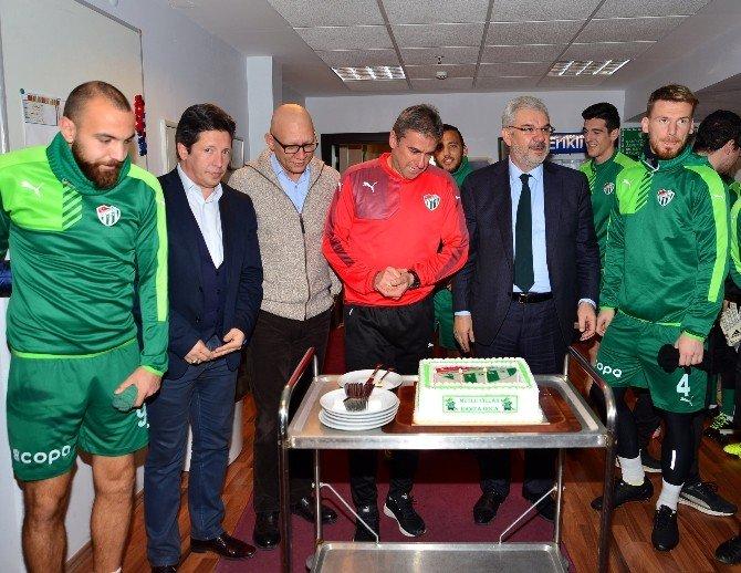 Hamzaoğlu'na Sürpriz Doğum Günü