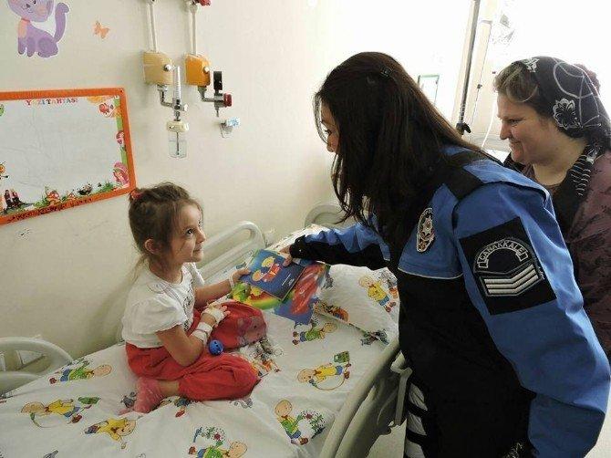 Toplum Destekli Polis Ekipleri Hasta Çocukları Ziyaret Etti