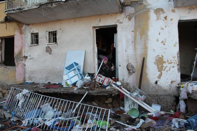 Patlamanın meydana geldiği Çınar'da halk taşınıyor