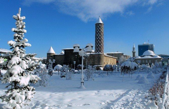Erzurum Beyaz Gelinliğini Giydi