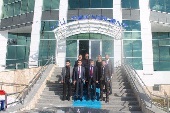 Genç Girişimcilerden Rektör Battal'a Ziyaret