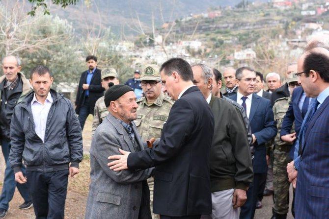 Vali Topaca şehit Astsubay Kıldiş'in ailesine taziye ziyaretinde bulundu
