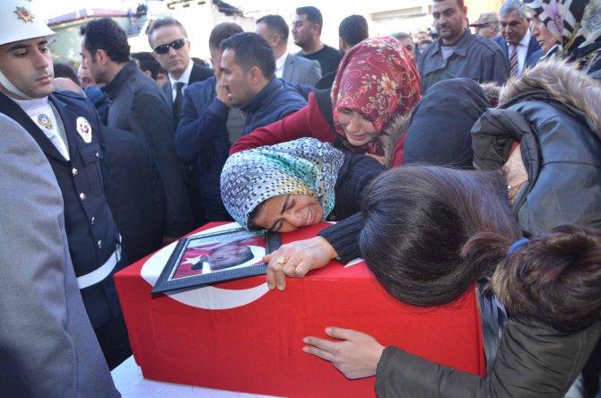 Hataylı şehit polis ve kızının cenazesinde terör lanetlendi