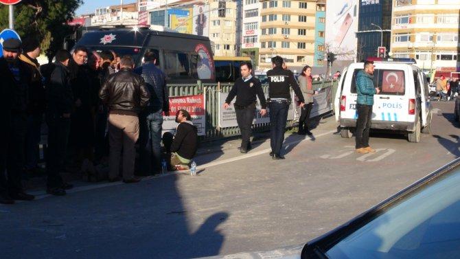 Kavgaya müdahale için giden polis aracı kaza yaptı