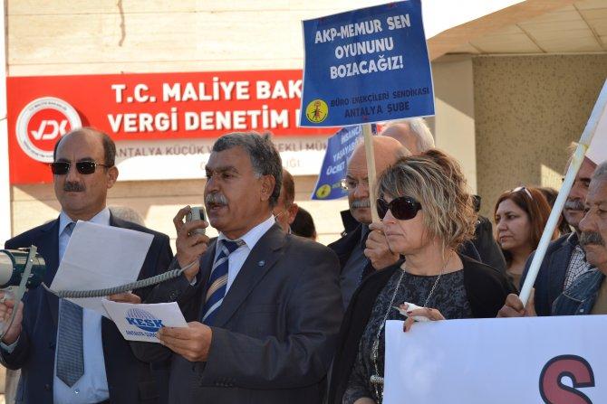 Kamu çalışanları toplu iş sözleşmesini protesto etti