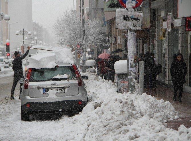 Van'da Kar Yağışı Hayatı Felç Etti