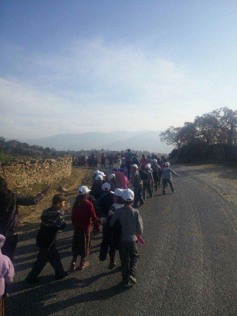 Karacaören'de Öğrenciler Sağlık İçin Doğa Yürüyüşü Yaptı