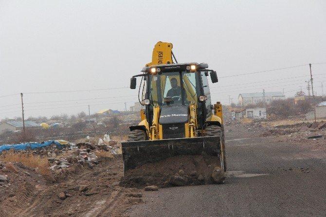 İncesu Belediyesi 2016 Yılı Yatırım Programında Yer Alan Yolları Yapmaya Başladı