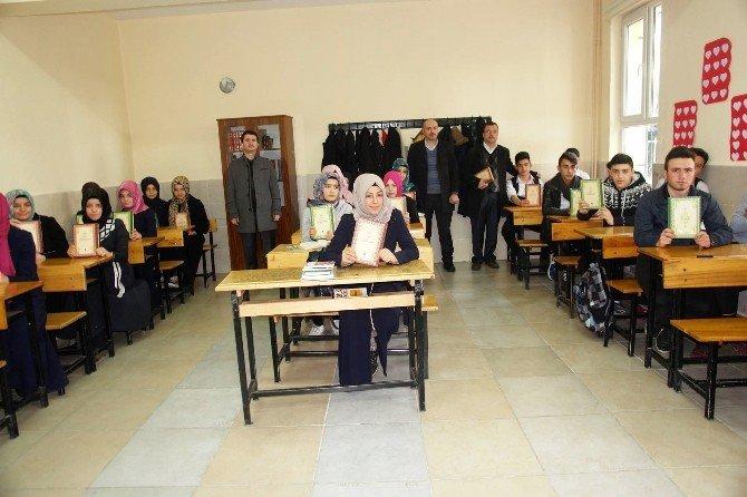 Kütahya Hayrat Vakfı, Osmanlı Türkçesi Dersini Seçen Öğrencileri Ödüllendirdi