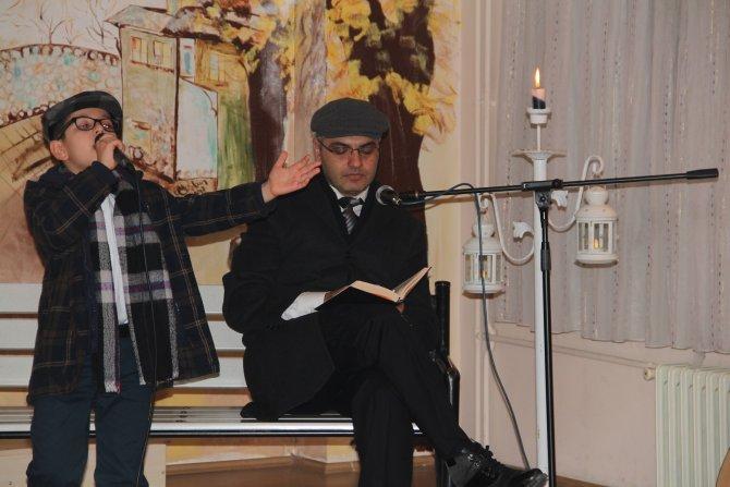 Öğrenciler babalarıyla şiir okuyup eğlendi