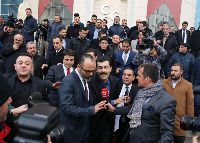 543 imzayı teslim eden muhalif avukatları, MHP'den yaka paça gönderildi