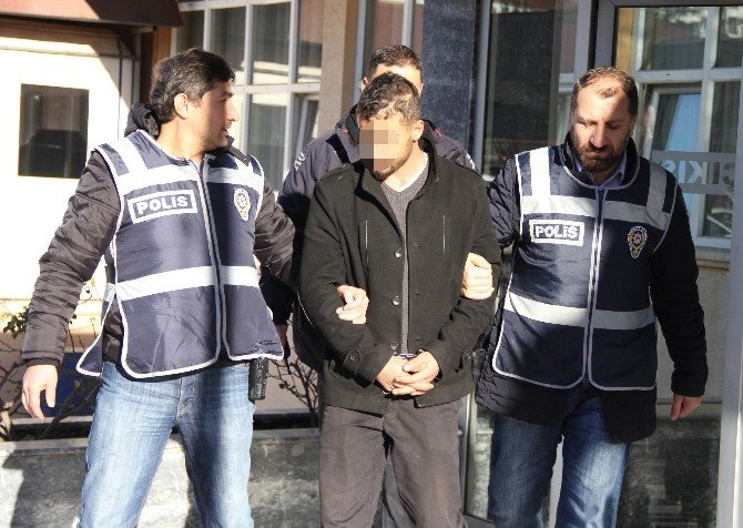 Sahte Polis Altınları Bozdurmak İsterken Yakalandı