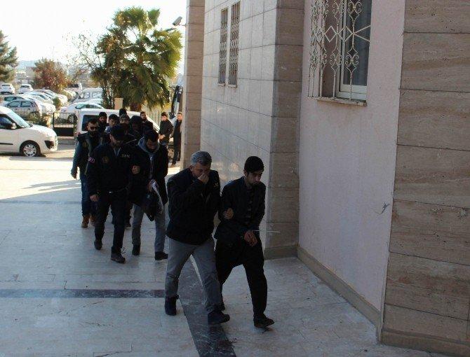 Şanlıurfa'da IŞİD Operasyonunda Gözaltına Alınanlar Adliyeye Sevk Edildi