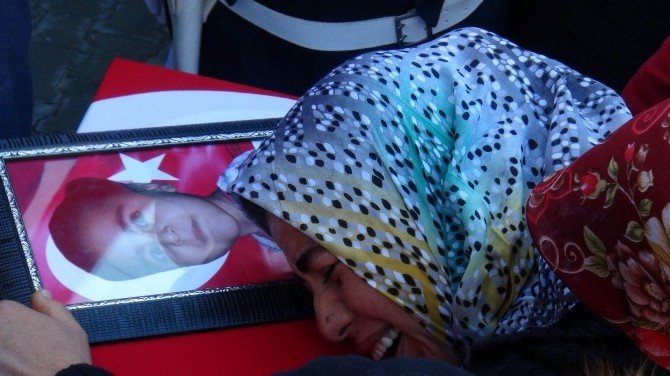 Şehit Polis Kızıyla Yan Yana Defnedildi