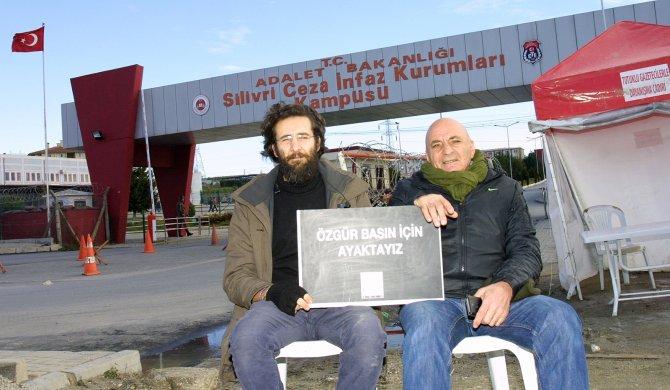 Gazeteci Sönmez: AKP iktidarı, ters yöne girmiş otomobil gibi