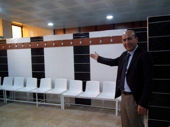 Adnan Menderes Statyumu Soyunma Odaları Yenilendi