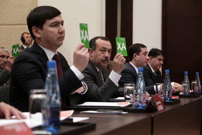 Devlet Başkanı'nın oğlu tekrar Futbol Federasyonu başkanlığına seçildi