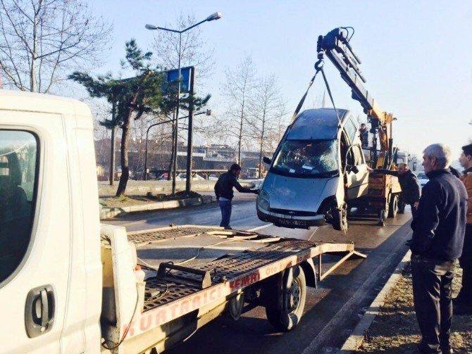 Otomobil Buz Tutan Yolda Takla Attı: 1 Yaralı