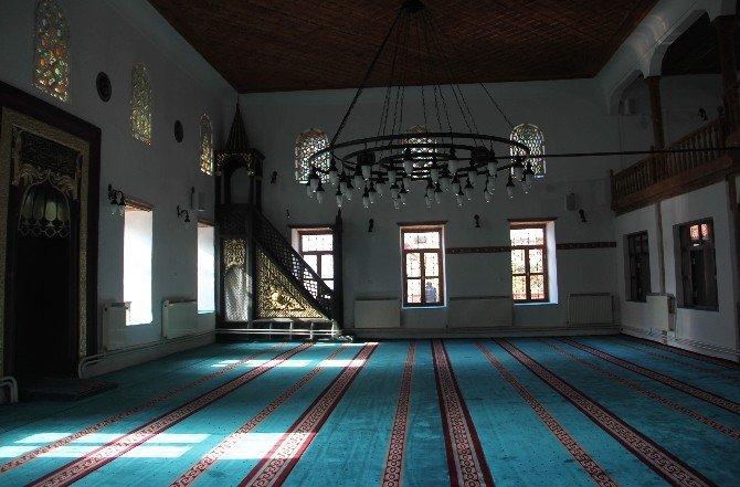 Tarihi Velipaşa Cami Dualarla İbadete Açıldı