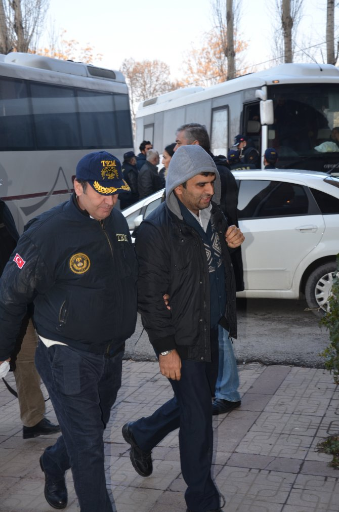 'Usulsüz dinleme' soruşturmasında 30 kişi Ankara Adliyesi'de