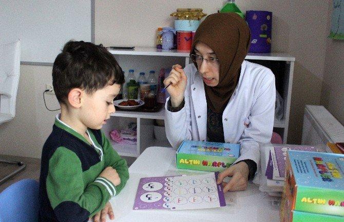 Görme Engelliler Braille Alfabesi İle Kur'an-ı Kerim Öğreniyor