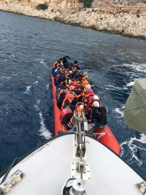 Kaş'tan Meise Lastik Bot İle Geçmek İsteyen 77 Suriyeli Yakalandı