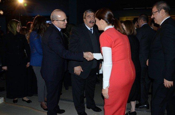 Dışişleri Bakanı Çavuşoğlu, Zeugma Müzesi'nde Defile İzledi