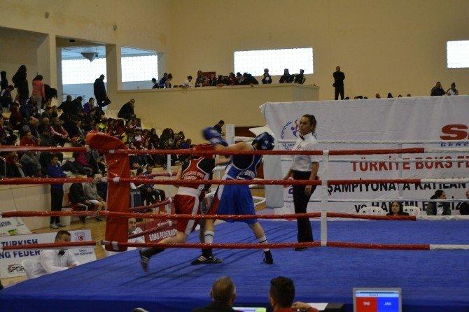 BEÜ Bayanlar Türkiye Ferdi Boks Şampiyonasında İkinci Oldu