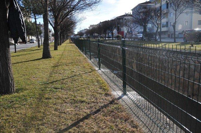 Kanalboyuna Güvenlik Çitleri