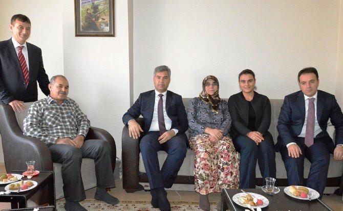 Vali Hamza Erkal, Yenice'de Şehit Ailesini Ziyaret Etti