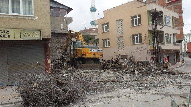 Canik'te Metruk Binalar Yıkılıyor