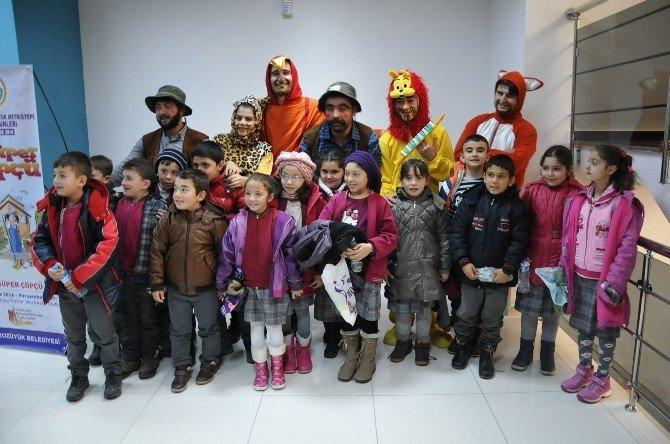 """Tiyatro Günleri'nde """"Cesur Papağan"""" Sahnelendi"""