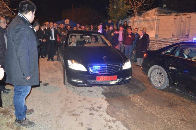Bakan Sarı Kozan'da şehit ailesini ziyaret etti