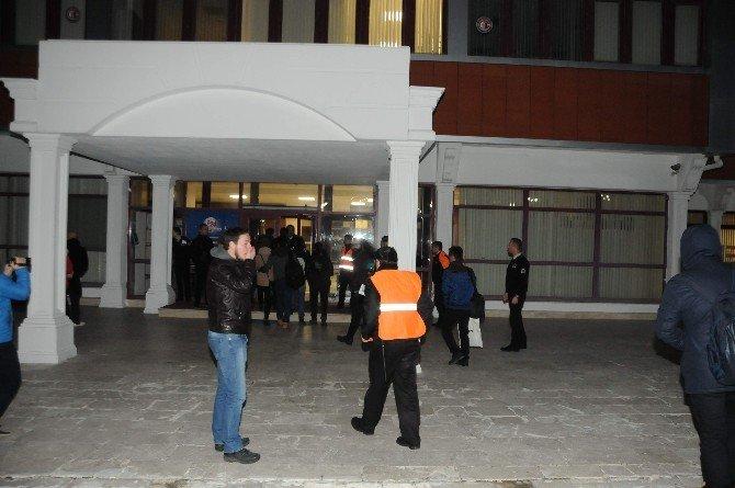 Üniversite Kütüphanesinde Bomba Alarmı