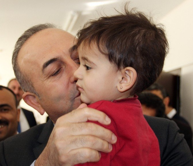 Dışişleri Bakanı Çavuşoğlu, Nizip Konteyner Kenti'ni Ziyaret Etti