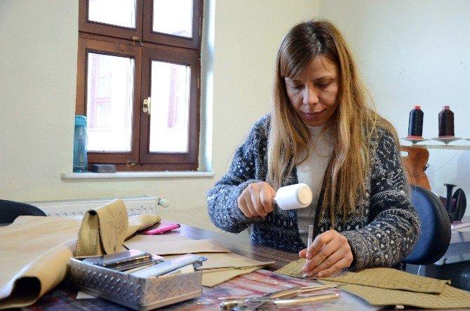 Kültür Ve Turizm Bakanlığı'nın TEK Bayan Deri Sanatçısı