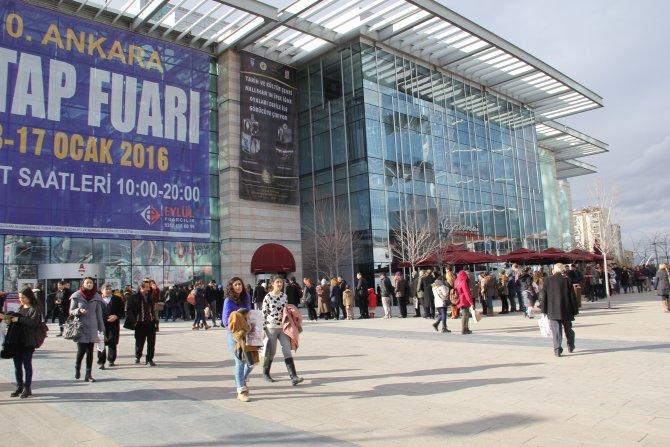 Ankaralılar kitap için kuyruk oldu