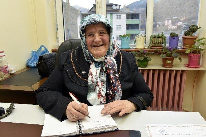 Çocuklarına Mektup Yazabilmek İçin 61 Yaşında Okuma Yazma Öğrendi