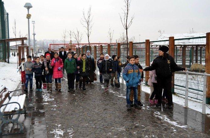 Suriyeli Çocuklar Hayvanat Bahçesi'ni Gezdi