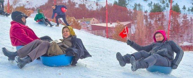 Palandöken'de Kadınların Leğen-board Eğlencesi